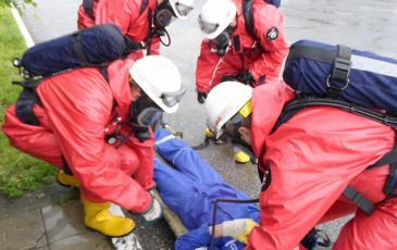 Эвакуация пострадавшего газоспасательным звеном