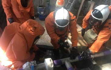 Работа газоспасательного звена по локализации утечки каустика