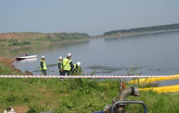 Подготовка боновых заграждений к постановке на реке Белая