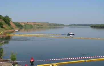 Постановка боновых заграждений на реке Белая