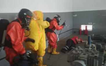 Обнаружение пострадавшего в помещении насосно-компрессорного отделения