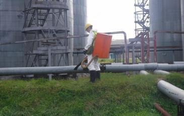 Обработка сорбентом загрязнённой территории