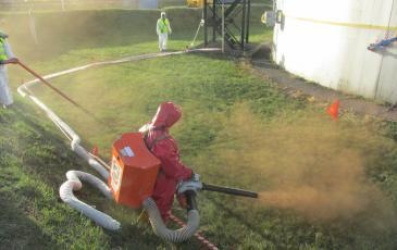 Обработка сорбентом площадей загрязненных нефтепродуктом