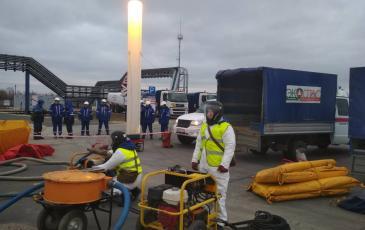 Работы по сбору нефтепродукта, установка световой башни