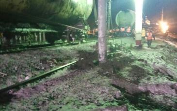 Окончание работ по подъему железнодорожных цистерн на колесные пары
