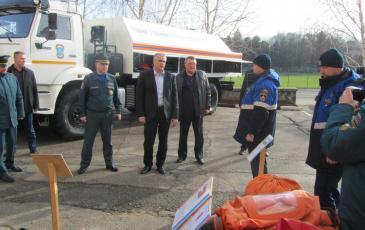 Сергей Аксенов ознакомился с техникой и оборудованием отряда ЭКОСПАС