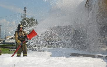 Тушение пожара силами пожарного расчёта МЧС и Пожарного поезда