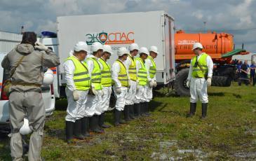 Инструктаж спасателей «ЭКОСПАС» на месте аварии