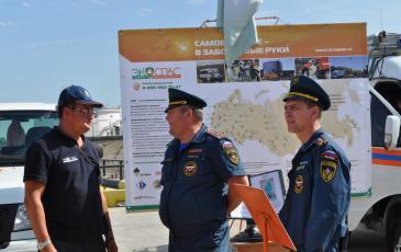 Экспозицию «ЭКОСПАС» посетил руководитель Приволжского регионального центра МЧС России