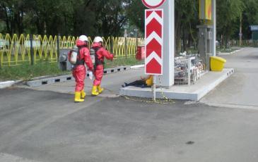 Спасатели при помощи газоанализатора определили фоновую концентрацию загрязнения