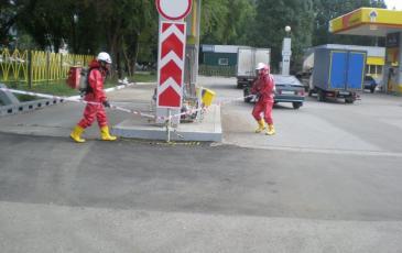 Спасатели оградили место «аварии» и приступают к действиям ЛАРН