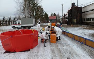 Спасатели «ЭКОСПАС» ликвидируют последствия «разлива» дизельного топлива
