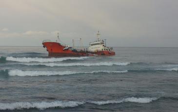Севший на мель танкер «Надежда»