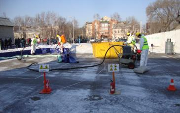 Демонстрация локализации и ликвидации разливов нефтепродуктов на суше спасателями Приморского центра «ЭКОСПАС»