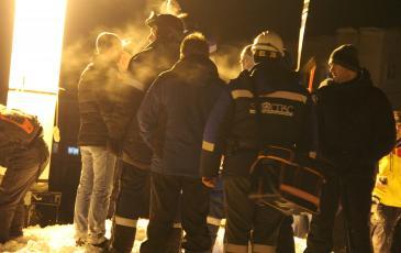 Спасатели во время проведения аварийно-спасательной операции