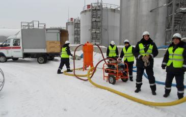 Спасатели Челябинского центра «ЭКОСПАС» при выполнении АВР