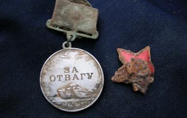 По номеру найденной медали «За отвагу» установлено имя героя – М.Я. Фомин