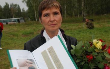 Памятный адрес с именем деда вручен внучке красноармейца В.А. Невзорова