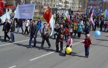 Работники ЭКОСПАСА с семьями в общем строю в День Победы