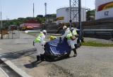 Спасатели Приморского ТП-Хабаровского центра «ЭКОСПАС» разгружают оборудование в зоне проведения учений