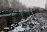 Сошедшие железнодорожные цистерны с топочным мазутом