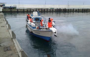 Спасатели отчаливают от причала