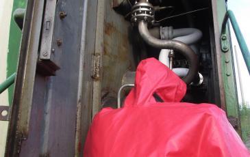 Открытие вентиля газосброса на полтора оборота